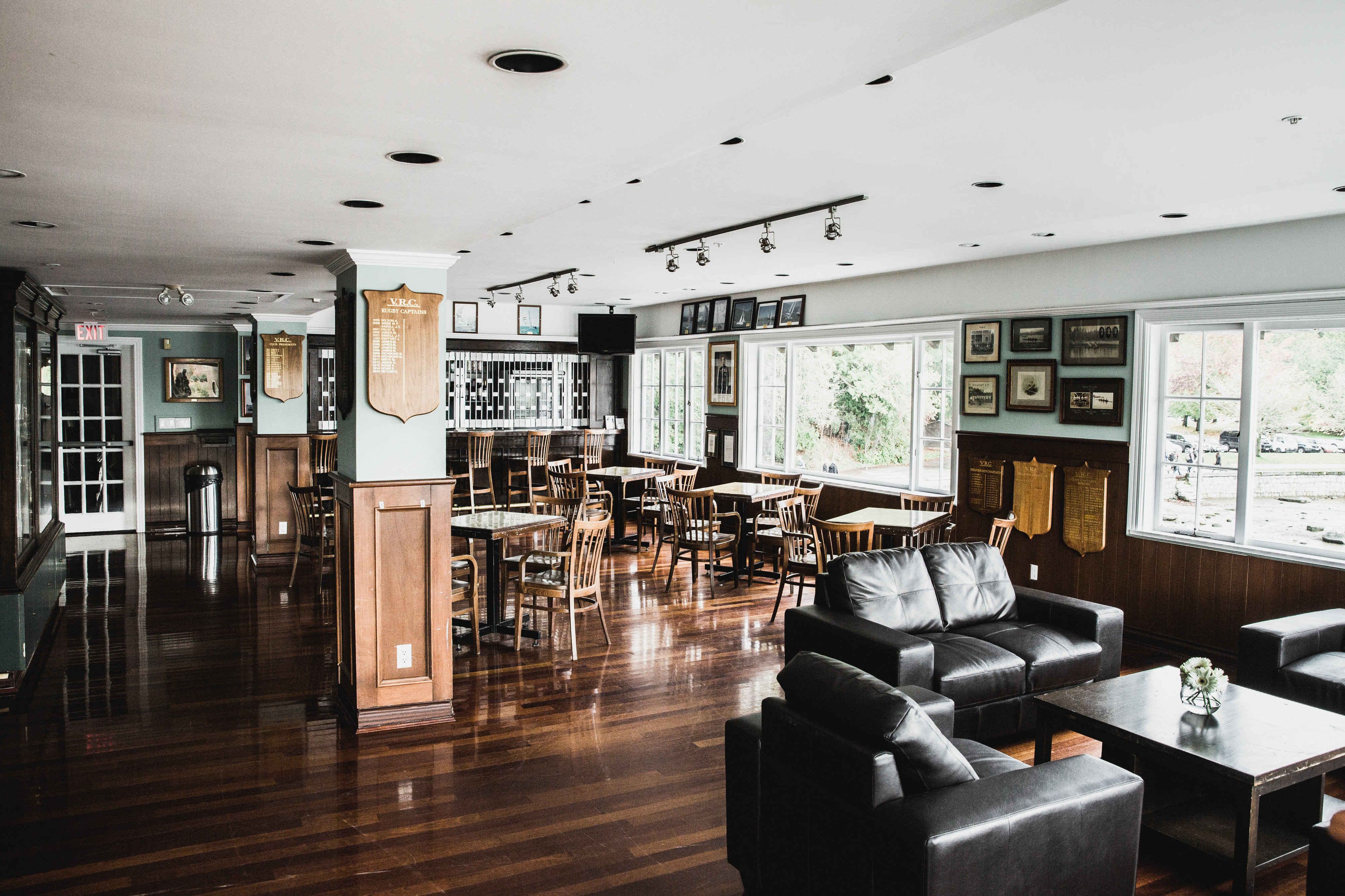 7 - Trophy Lounge