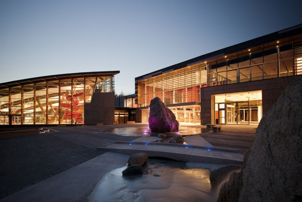 west-vancouver-community-centre-design-by-hughes-condon-marler-architects-588x394