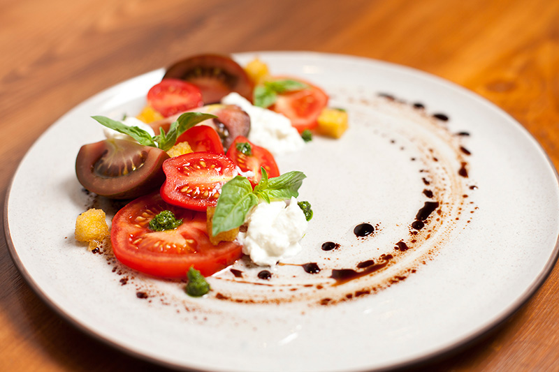 Catering Dish: Summer Tomatoe Burrata Mozzarella Salad